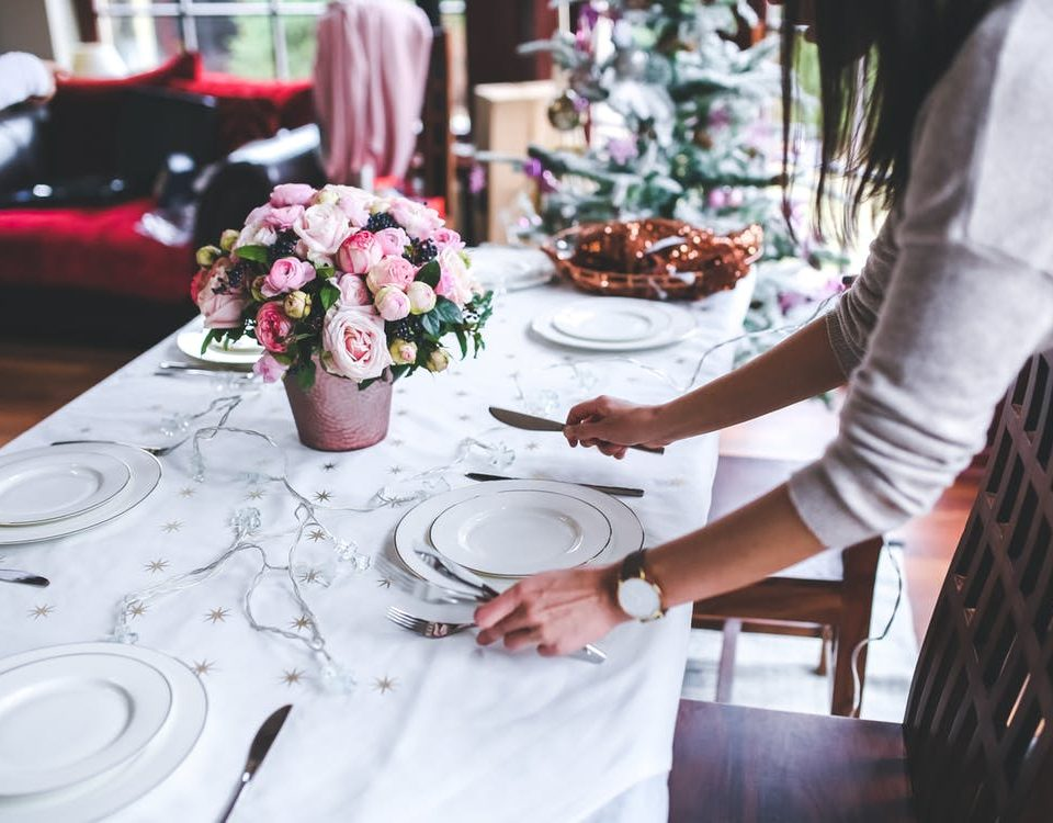 5 ways to reduce holiday stress by cutting your spending